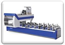 Die CNC Maschine bei der Arbeit